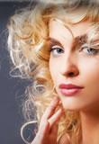 Vanity Hair: curly blonde hair extensions